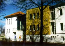 Sraßenfassade 1998